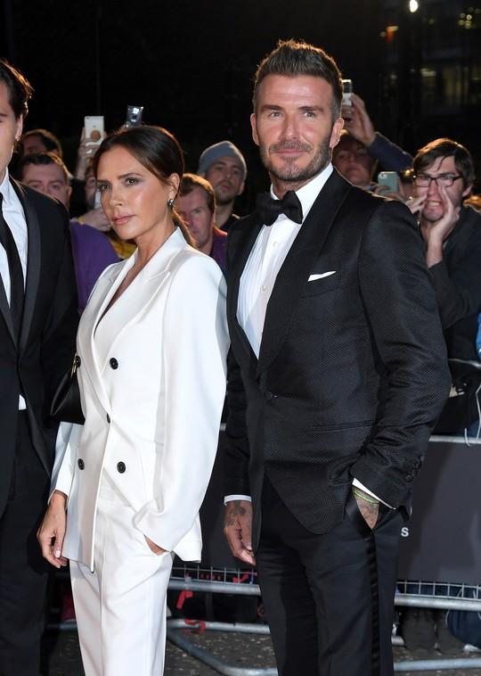 David Beckham cưới người mẫu Angela, bà Beck Victoria ngó lơ - Ảnh 12.