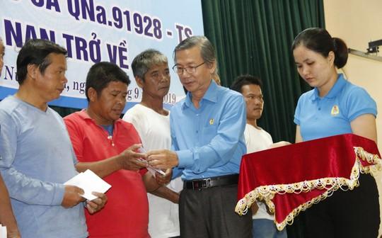 41 ngư dân Quảng Nam trở về từ cõi chết - Ảnh 1.