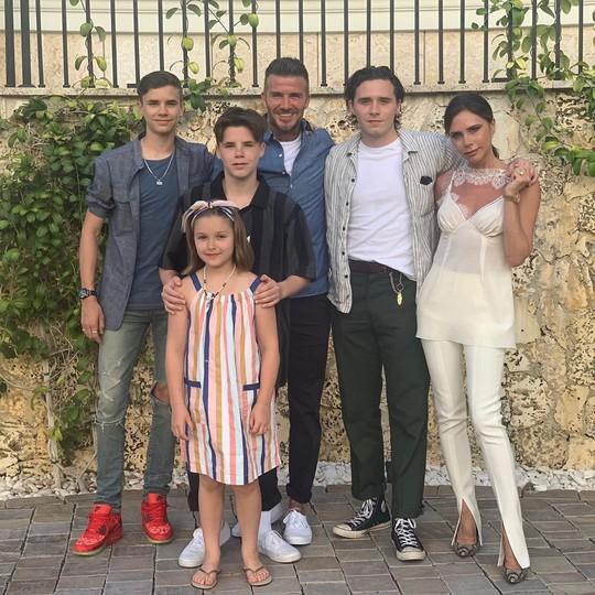 David Beckham cưới người mẫu Angela, bà Beck Victoria ngó lơ - Ảnh 9.