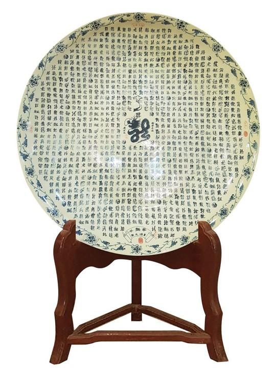 Đĩa gốm Chu đậu 1.000 chữ Long viết bằng thư pháp được vinh danh kỷ lục Guiness thế giới - Ảnh 1.