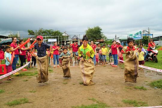 450 phần quà Trung thu đến với trẻ em nghèo xã Lộc Thành - Ảnh 1.