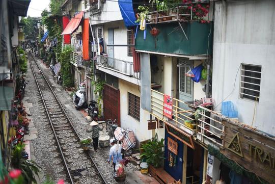 Một ngày ở xóm du lịch đặc biệt nhất Hà Nội - Ảnh 2.