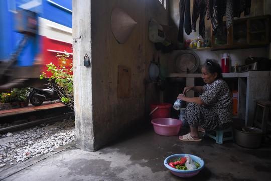 Một ngày ở xóm du lịch đặc biệt nhất Hà Nội - Ảnh 18.
