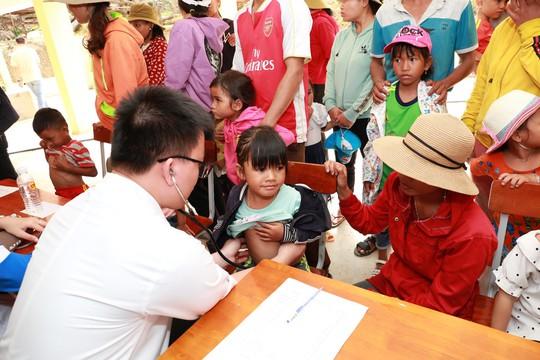 C.P. Việt Nam sẻ chia khó khăn với người dân bản làng Kà Nâu - Ảnh 3.