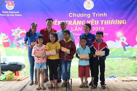 450 phần quà Trung thu đến với trẻ em nghèo xã Lộc Thành - Ảnh 3.