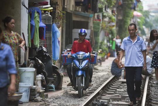 Một ngày ở xóm du lịch đặc biệt nhất Hà Nội - Ảnh 20.