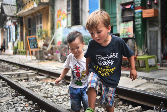 Một ngày ở xóm du lịch đặc biệt nhất Hà Nội - Ảnh 25.