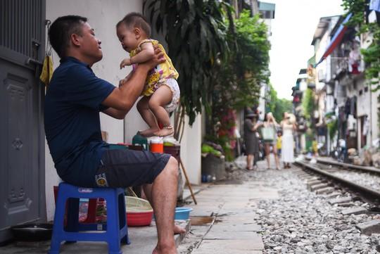 Một ngày ở xóm du lịch đặc biệt nhất Hà Nội - Ảnh 26.