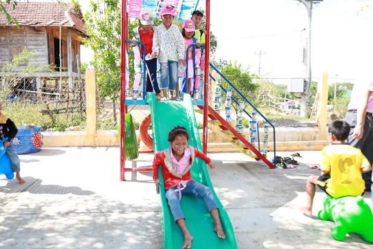 C.P. Việt Nam sẻ chia khó khăn với người dân bản làng Kà Nâu - Ảnh 4.