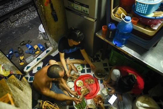 Một ngày ở xóm du lịch đặc biệt nhất Hà Nội - Ảnh 39.
