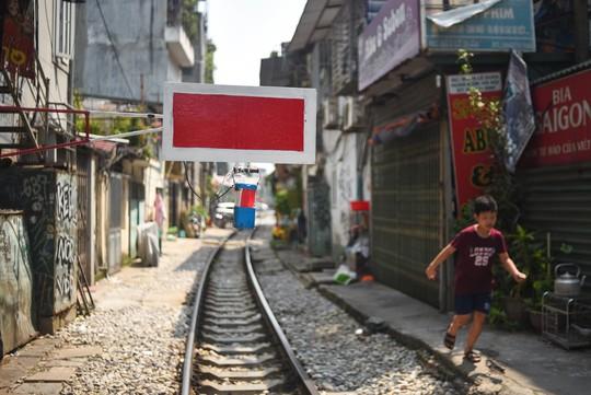 Một ngày ở xóm du lịch đặc biệt nhất Hà Nội - Ảnh 6.
