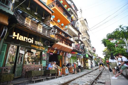 Một ngày ở xóm du lịch đặc biệt nhất Hà Nội - Ảnh 8.