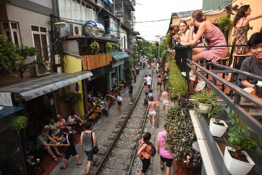 Một ngày ở xóm du lịch đặc biệt nhất Hà Nội - Ảnh 10.