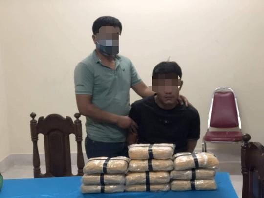 Biên phòng Quảng Trị chặt đứt đường dây vận chuyển 60.000 viên ma túy - Ảnh 1.