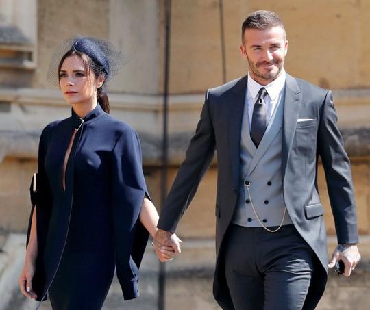 David Beckham cưới người mẫu Angela, bà Beck Victoria ngó lơ - Ảnh 13.