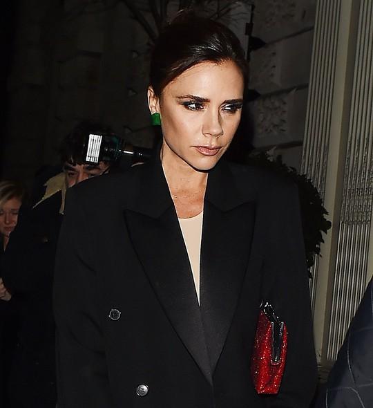 David Beckham cưới người mẫu Angela, bà Beck Victoria ngó lơ - Ảnh 7.