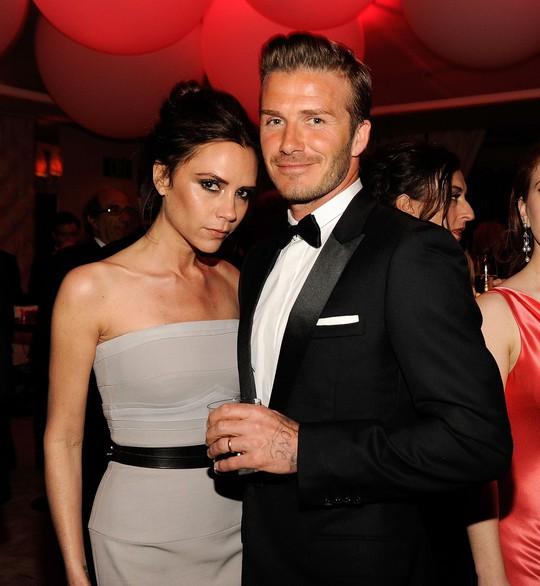 David Beckham cưới người mẫu Angela, bà Beck Victoria ngó lơ - Ảnh 11.