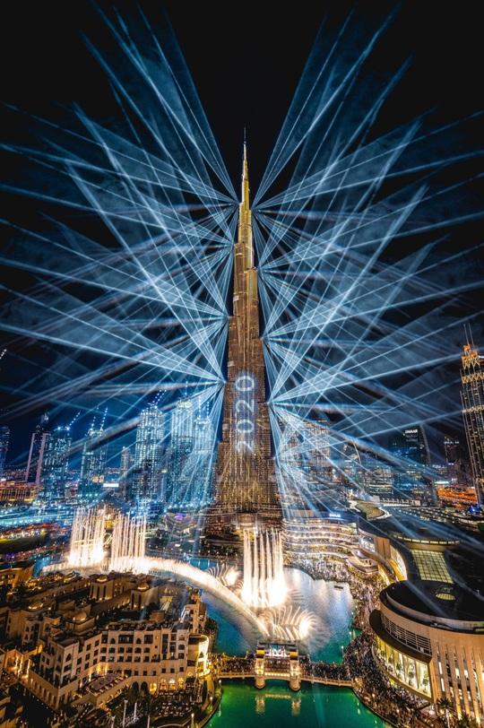 Ngất ngây với đại tiệc pháo hoa mừng năm mới 2020 ở trời Âu - Ảnh 1.