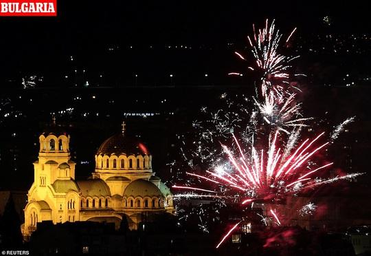 Ngất ngây với đại tiệc pháo hoa mừng năm mới 2020 ở trời Âu - Ảnh 14.