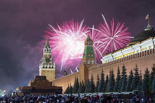 Ngất ngây với đại tiệc pháo hoa mừng năm mới 2020 ở trời Âu - Ảnh 16.