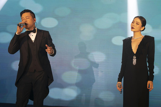 Hoa hậu Tiểu Vy lộng lẫy chúc mừng vợ chồng Tuấn Hưng - Ảnh 2.