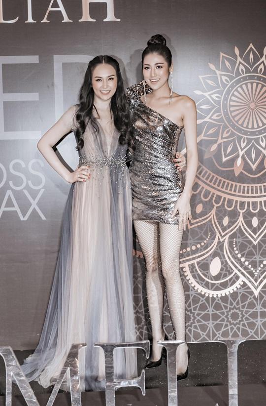 Hoa hậu Tiểu Vy lộng lẫy chúc mừng vợ chồng Tuấn Hưng - Ảnh 4.