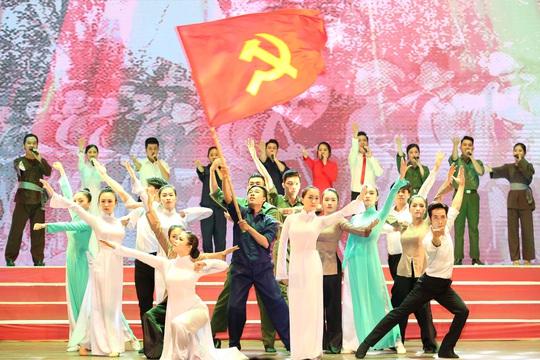 Tuyên dương 90 đảng viên là cán bộ Công đoàn cơ sở - Ảnh 3.