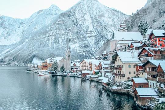 Ngôi làng đẹp nhất thế giới xin khách đừng đến - Ảnh 1.