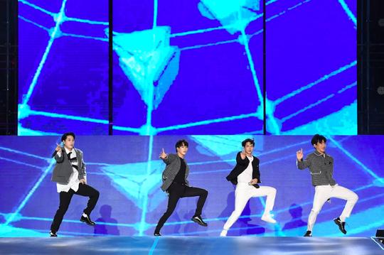 Khán giả Hà Nội phát cuồng với các thần tượng Kpop - Ảnh 5.
