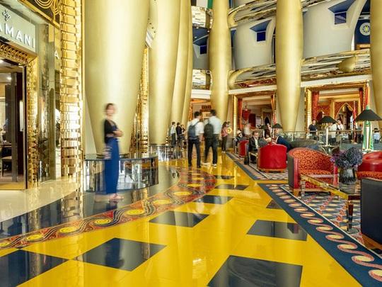 Bên trong khách sạn 1 tỷ USD sang trọng nhất thế giới - Ảnh 2.