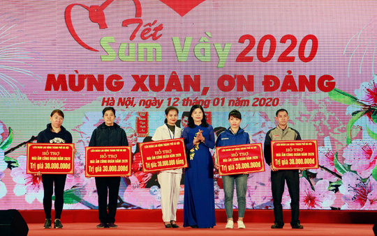 Hà Nội: 35 tỉ đồng chăm lo Tết cho đoàn viên, người lao động - Ảnh 1.