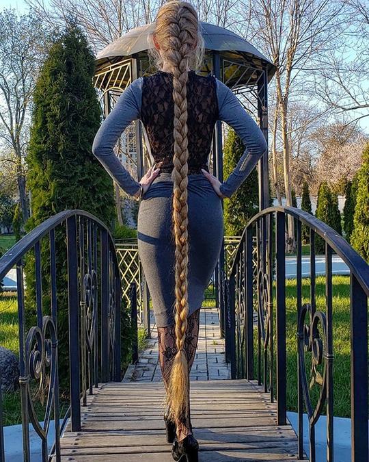 Bí quyết của cô gái nuôi tóc dài gần 2 m trong 30 năm - Ảnh 4.