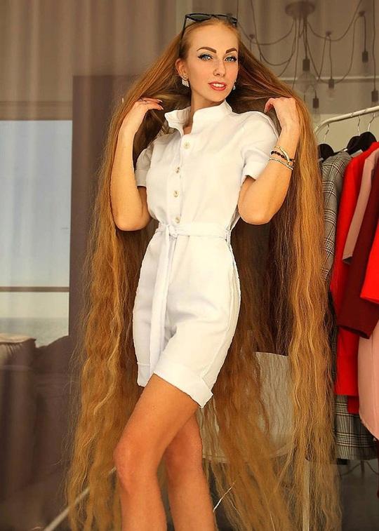 Bí quyết của cô gái nuôi tóc dài gần 2 m trong 30 năm - Ảnh 7.