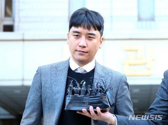 Bác bỏ lệnh tạm giam Seungri, toà án ở Hàn Quốc bị chỉ trích - Ảnh 1.
