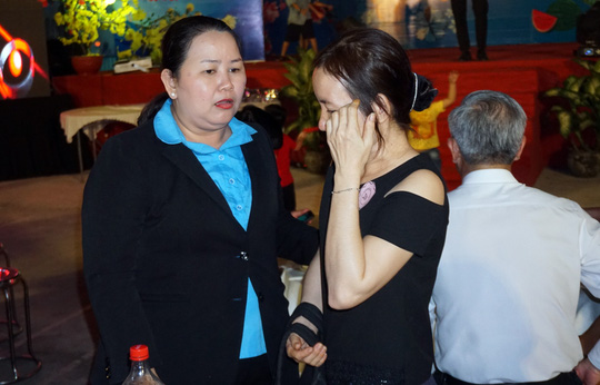 Phút giây xúc động của gia đình công nhân khi tham dự Tết sum vầy - Ảnh 4.