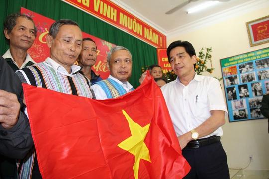 Tỉnh ủy Quảng Nam gửi thư cảm ơn chương trình Một triệu lá cờ Tổ quốc cùng ngư dân bám biển - Ảnh 1.
