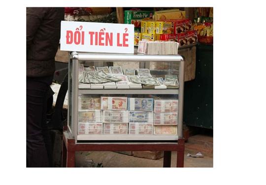 Hà Nội: Phí đổi tiền mới lên 20% dịp cận Tết - Ảnh 1.
