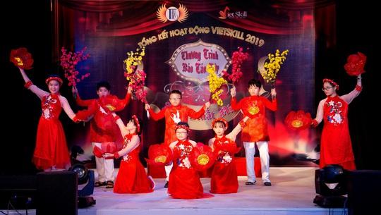 Các nghệ sĩ chúc mừng diễn giả, MC Thi Thảo - Ảnh 3.