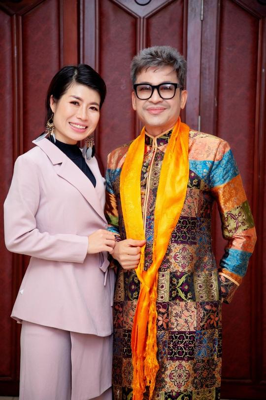 Các nghệ sĩ chúc mừng diễn giả, MC Thi Thảo - Ảnh 4.