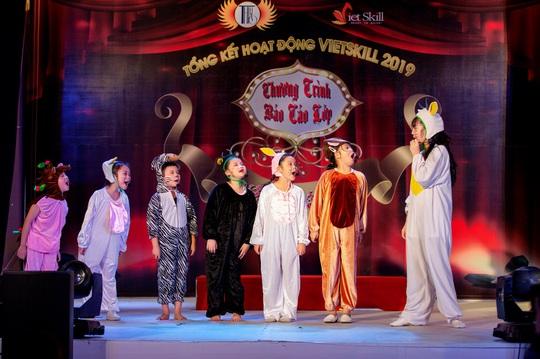 Các nghệ sĩ chúc mừng diễn giả, MC Thi Thảo - Ảnh 7.