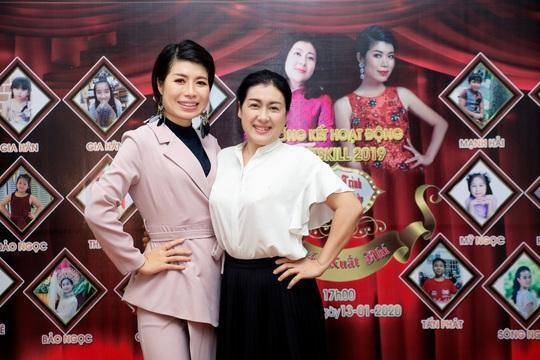 Các nghệ sĩ chúc mừng diễn giả, MC Thi Thảo - Ảnh 8.