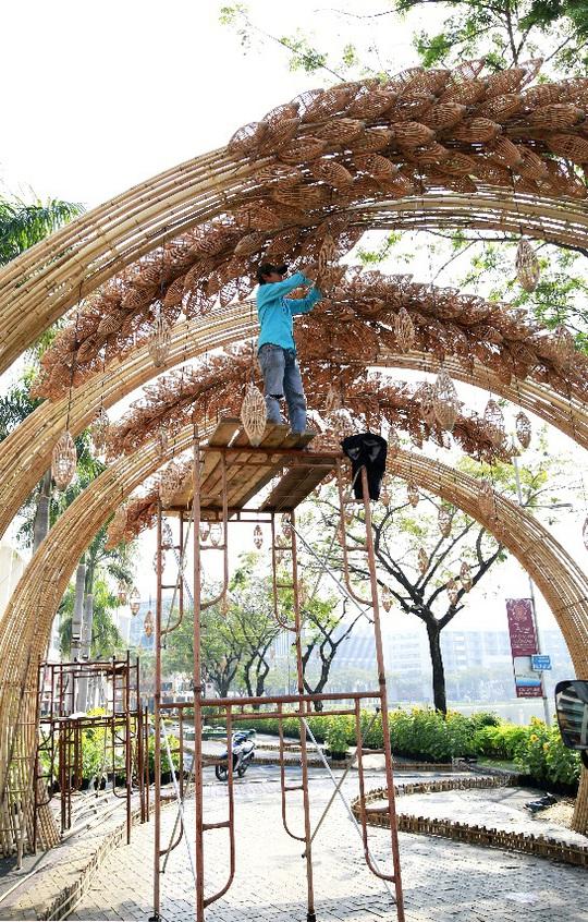 6 bông lúa siêu to tại Đường Xuân Phú Mỹ Hưng - Ảnh 2.