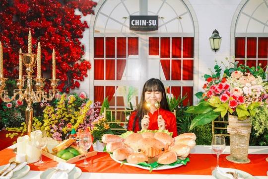 Hot girl Mắt Biếc check-in với các siêu phẩm khổng lồ tại Góc Phố Xuân 2020 - Ảnh 3.