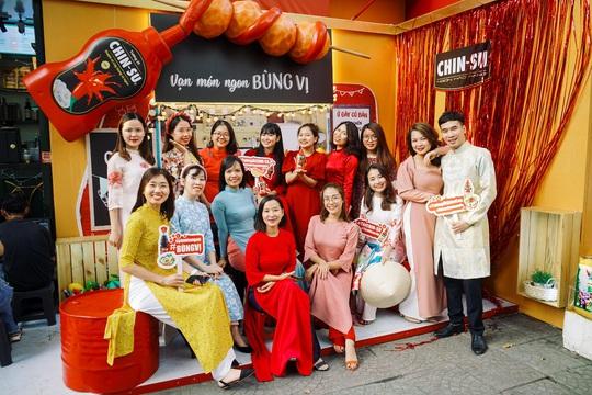 Hot girl Mắt Biếc check-in với các siêu phẩm khổng lồ tại Góc Phố Xuân 2020 - Ảnh 7.