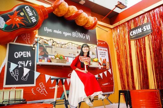 Hot girl Mắt Biếc check-in với các siêu phẩm khổng lồ tại Góc Phố Xuân 2020 - Ảnh 8.