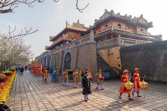 Vua quan triều Nguyễn ăn Tết như thế nào? - Ảnh 2.