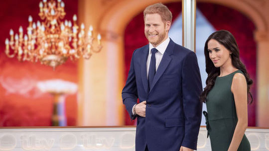 Hoàng tử Harry và Công nương Meghan mất danh hiệu hoàng gia - Ảnh 1.