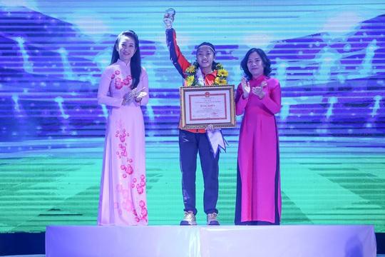 Cầu thủ Huỳnh Như được tuyên dương công dân trẻ tiêu biểu TP HCM năm 2019 - Ảnh 13.