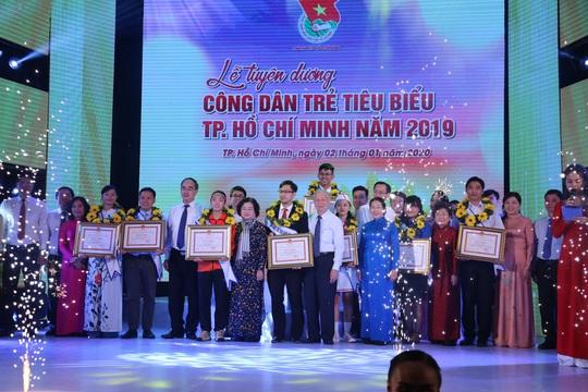 Cầu thủ Huỳnh Như được tuyên dương công dân trẻ tiêu biểu TP HCM năm 2019 - Ảnh 12.