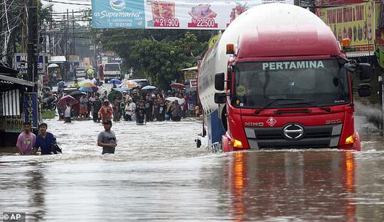 Jakarta: Mưa không bình thường một đêm, 16 người chết - Ảnh 2.